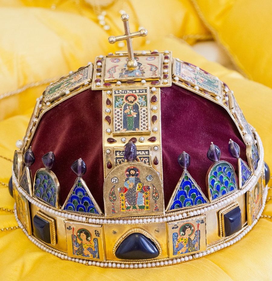 Svätoštefanská koruna, ktorou korunovali uhorských kráľov.