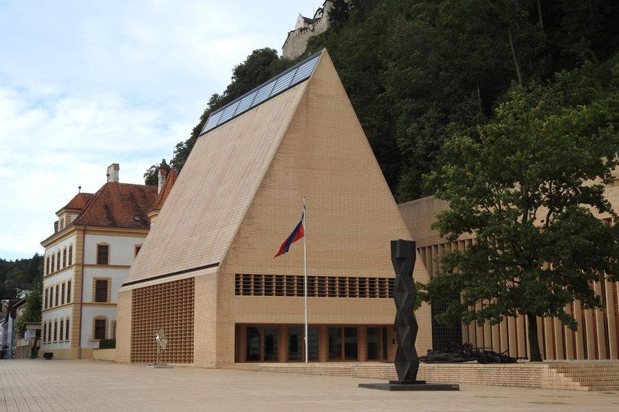 Budova parlamentu (Landtagsgebäude) v hlavnom meste Vaduz