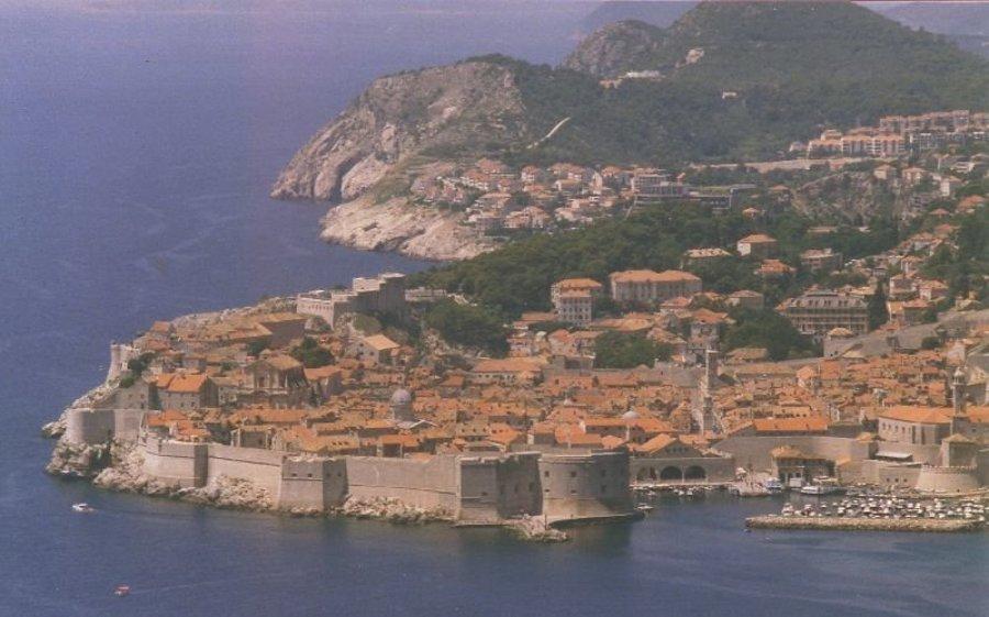 Dubrovnik a jadranské pobrežie je obľúbenou turistickou destináciou Chorvátska.