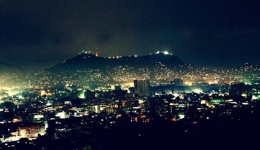 Nočný pohľad na Kábul.