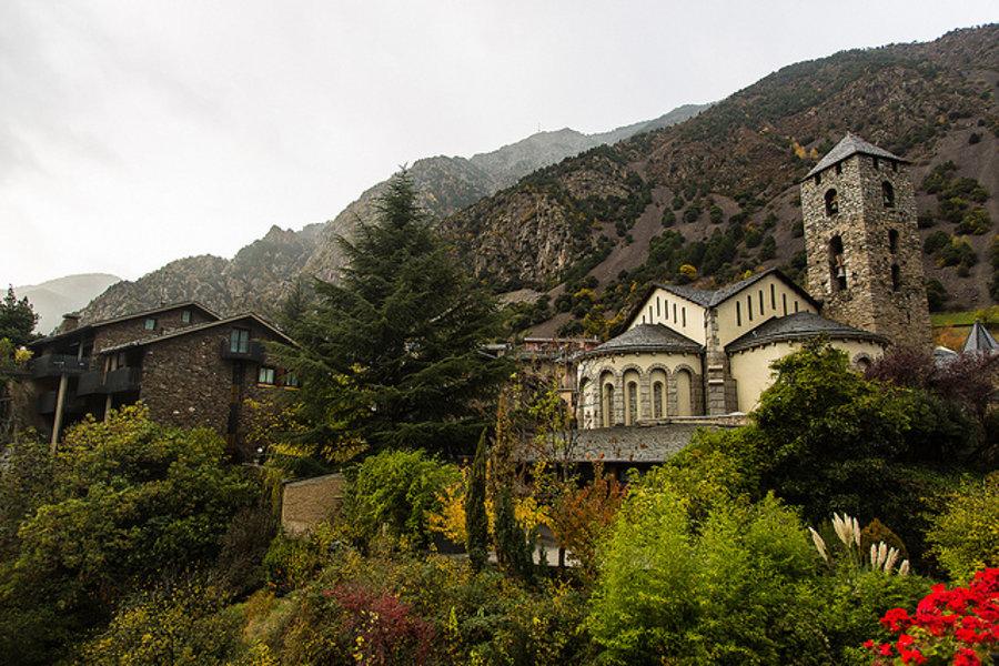 Kostol sv. Štefana v metropole Andorra la Vella pochádza z 12. storočia.