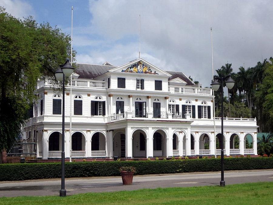 Prezidentský palác v Paramaribe. Bývalá holandská kolónia Surinam vyhlásil nezávislosť v roku 1975