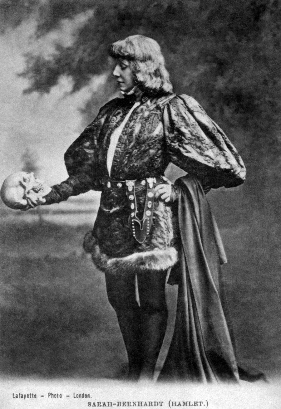 Hamlet v podaní Sarah Bernhardtovej.
