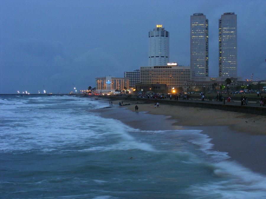 Vežiaky v CBD sú modernou časťou srílanskej metropoly Kolombo.