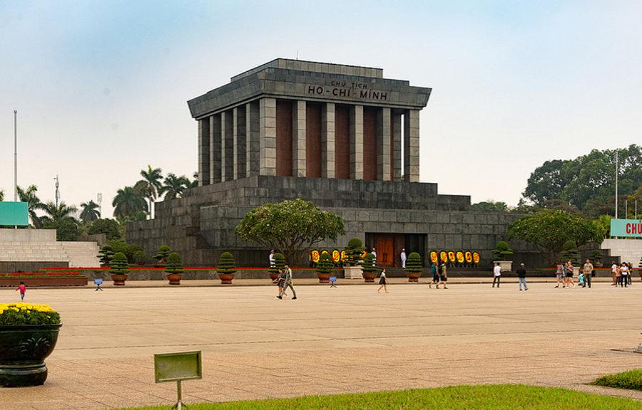 Mauzóleum komunistického vodcu Ho Či Mina v Hanoji vzniklo podľa sovietskeho vzoru.