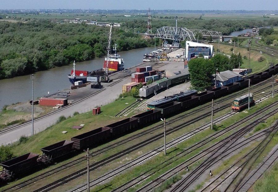Moldavsko má na krátkom asi pol kilometrovom úseku prístup aj k Dunaju na sútoku s riekou Prut pri Giurgiuleşti, kde vybudovali nákladný lodný terminál.