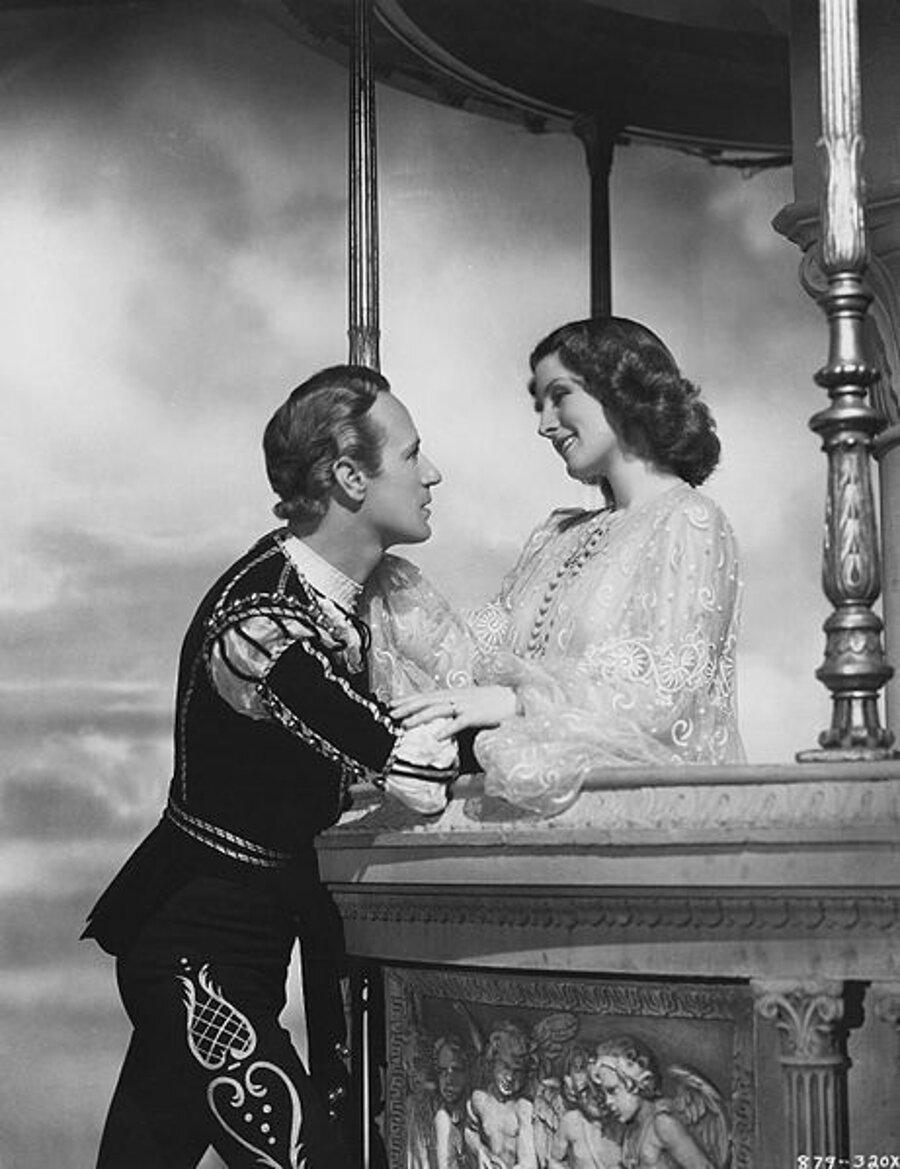 Vo filme z roku 1936 stvárnili Rómea a Júliu Leslie Howard a Norma Shearer.