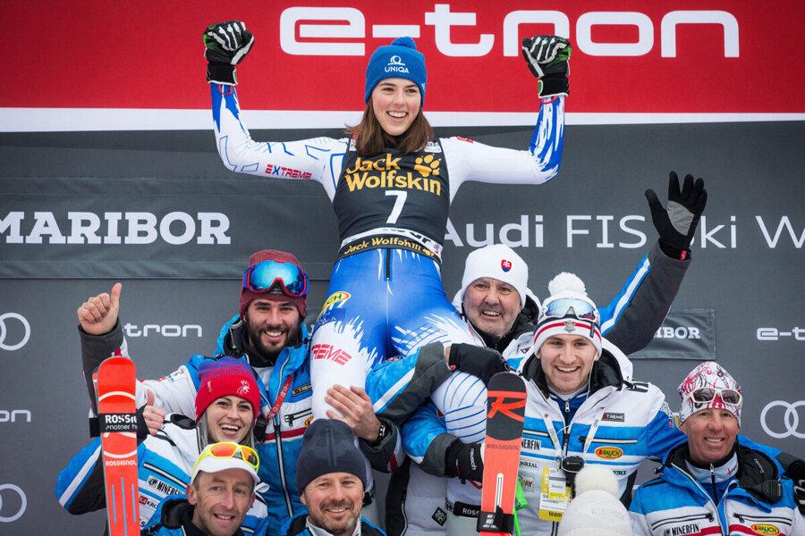 Petra Vlhová so svojím tímom.