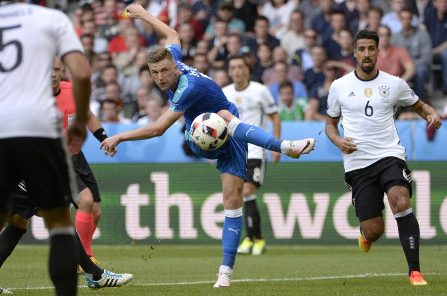 Milan Škriniar na Euro 2016 v zápase Slovensko - Nemecko.