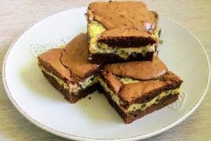 Syrové brownies so semiačkami
