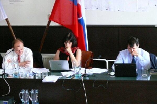 Poslanci vyslovili nedôveru viceprimátorke Renáte Kaščákovej.