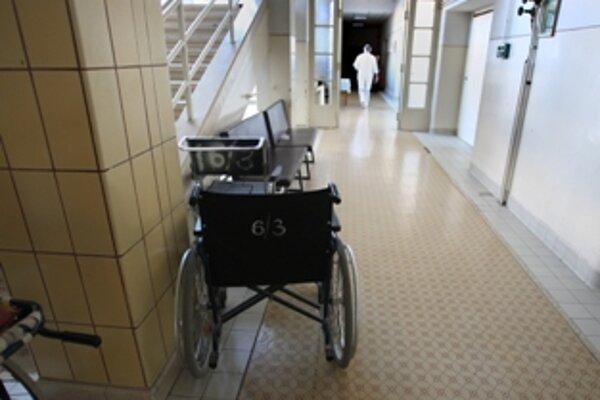 Nemocnice vraj v prevádzke vydržia do leta