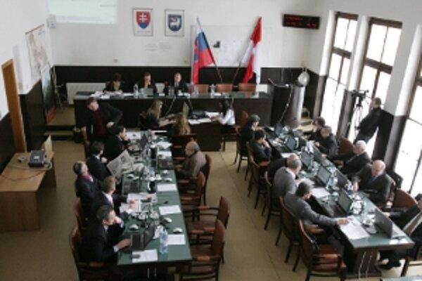Trenčianski poslanci reštrukturalizovali úvery mesta.