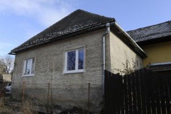 Deti žili v chátrajúcom rodinnom dome v obci Hrachovište.