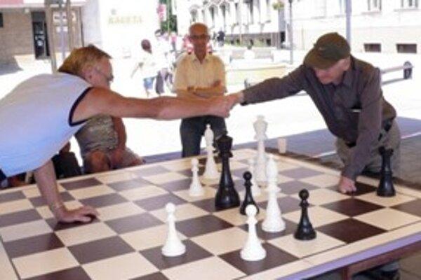 Šachová partia na námestí v Myjave