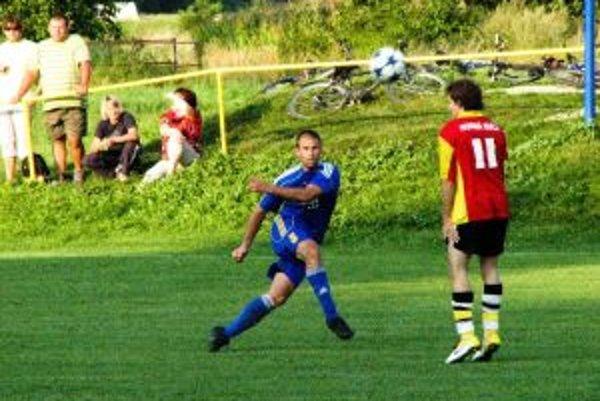 Chocholania (v modrom) sa s Hornou Súčou nehrali a nastrieľali do Orsághovej siete šesť gólov.
