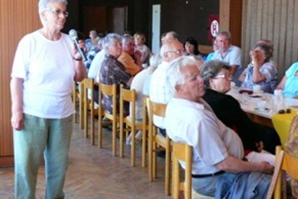 Na hodinu otázok prišlo cez sedemdesiat seniorov.