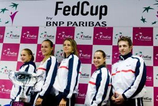 Slovenský dream team v Pohári federácie – zľava: Lenka Wienerová, Magdaléna Rybáriková, Daniela Hantuchová, Dominika Cibulková a kapitán Matej Lipták.