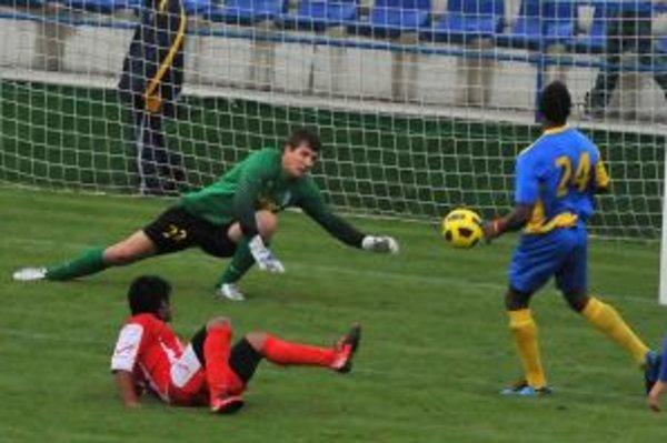 Trenčania po dvoch prehrách v rade získali na pôde Michaloviec bod.