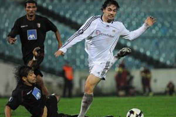 Juraj Piroska ešte ako hráč Artmedie Petržalka v zápase pohára UEFA proti SC Braga.