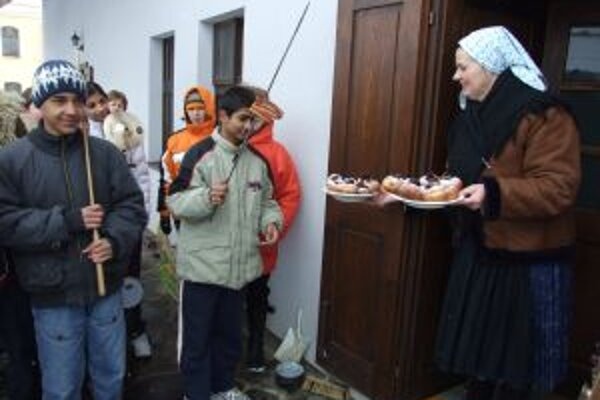 Fašangy v Gazdovskom dvore si nenechalo ujsť asi päťdesiat detí.