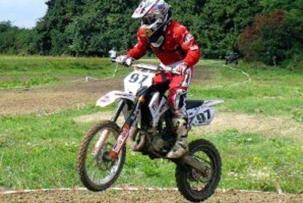 Mladík z Trenčianskych Stankoviec patrí medzi motokrosovú špičku.