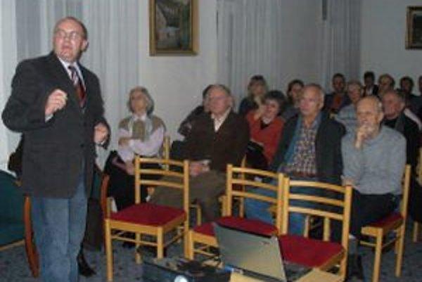 Peter Chrastina hľadá v histórii súvislosti