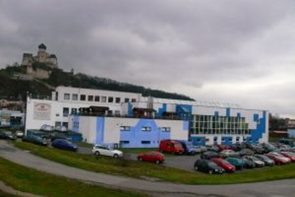 Krytá plaváreń má vo výpožičke spoločnost IB správcovská od začiatku roka 2009.