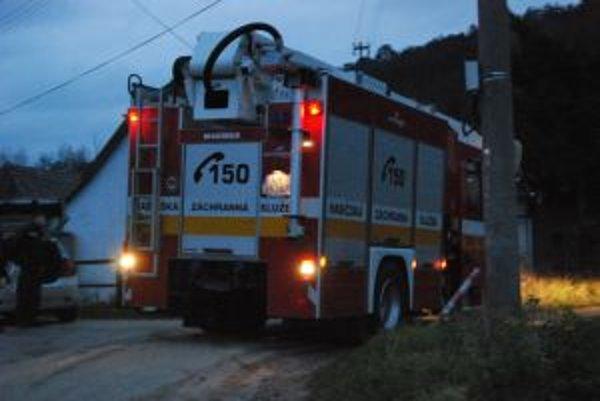 Pri požiari rodinného domu zahynula matka so svojim malým synom.