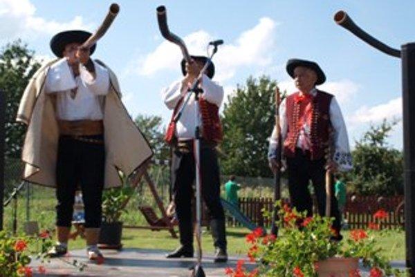 Na prvom ročníku Fujary z Považia hrali a spievali aj Trombitáši bratia Štefánikovci z Púchova.