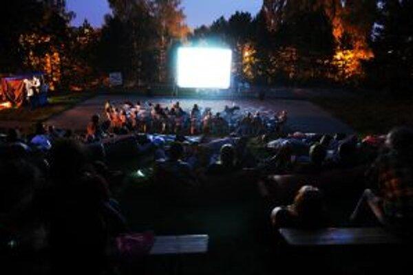 Letné kino na Juhu ponúklo počas prázdnin 22 filmových projekcií.