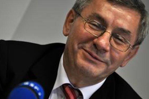 Rektor Trenčianskej univerzity Miroslav Mečár sa cíti obvineniami dotknutý, podáva trestné oznámenie.