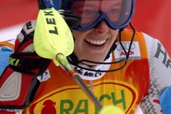 Veronika Zuzulová sa teší z tretieho miesta v slalome v Zwieseli. Snímka je z roku 2004 a pre našu lyžiarku to bolo prvé umiestnenie na stupni víťazov vo Svetovom pohári v kariére.