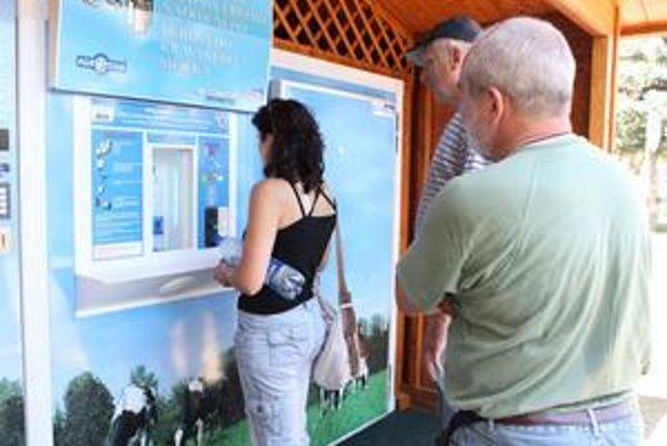 Škoda, že sme automat nemali už dávnejšie, hovoria ľudia v Bánovciach.