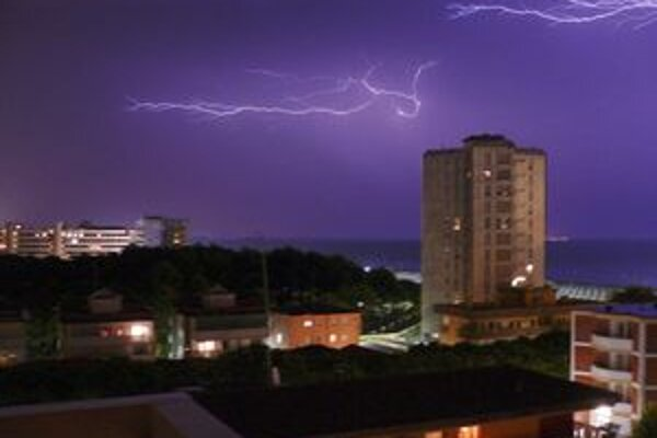 Búrky vyčíňajú najmä v letnom období