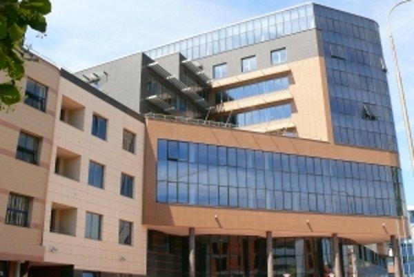 Poslanci Trenčianskeho samosprávneho kraja o prvý raz rokovali v novej župnej budove.