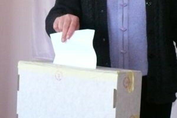 Referendum. Aby bolo platné musí prísť k urnám polovica oprávnených voličov.