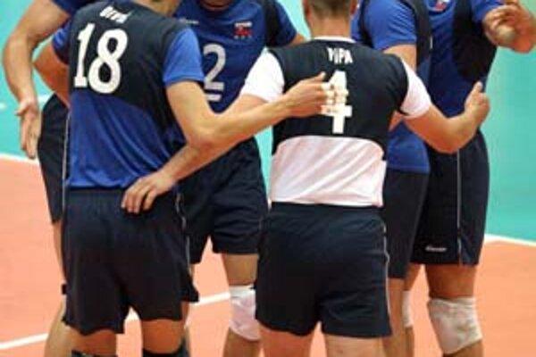 Volejbalisti sa v ďalších sezónach majú pod vedením nového trénera dostať na ME, ale aj na MS. Na snímke z Európskej ligy sú zľava Červeň, Diviš, Masný, Pipa, Hupka a Sopko.