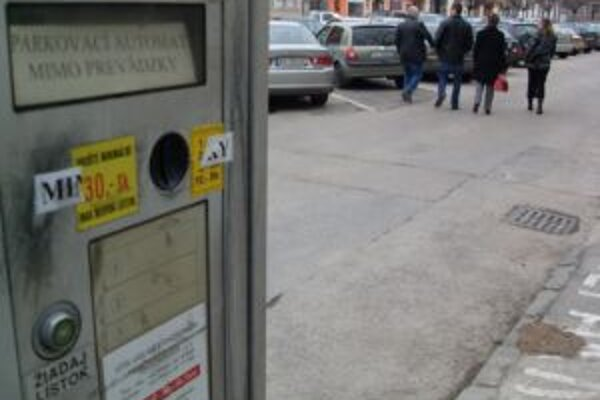 Za parkovanie na parkoviskách v správe mesta sa momentálne neplatí.