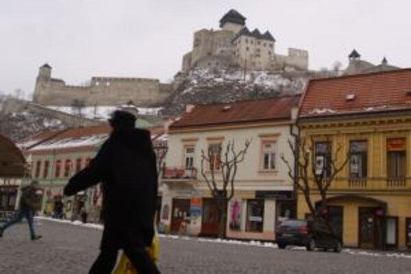 Trenčín chce tento rok šetriť napríklad na údržbe ciest.