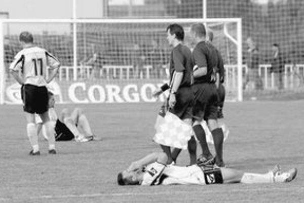 Smutní hráči Interu po poslednom zápase v Močenku.