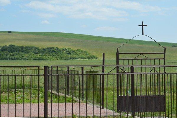 Pečovská Nová Ves pri Sabinove sa nachádza v atraktívnom prírodnom prostredí. Je známa prvou rómskou kaplnkou sv. Márie Goretti, ktorú postavili pred dvadsiatimi rokmi pri osade. V tomto roku v obci vybudovali nové komunitné centrum.