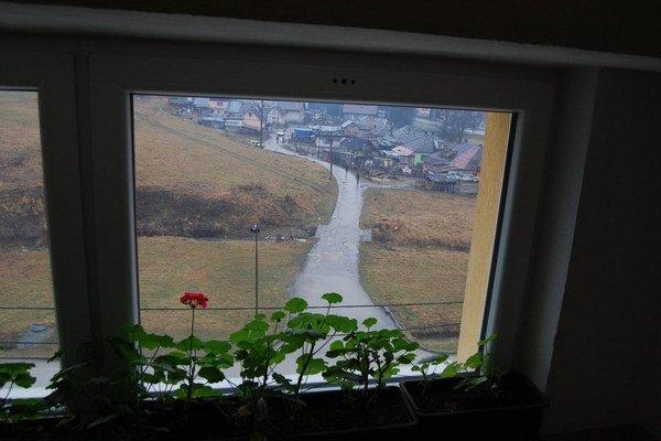 Rómska osada Pusté leží hneď pri škole v Čiernom Balogu. Žiaci prichádzajú aj z troch ďalších osád v obci.