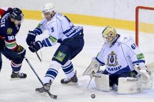 Libor Hudáček, Denis Ježov a brankár Mika Järvinen.