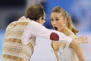 Nemecký pár Nelli Zhinganshinová, Alexander Gazsi počas krátkych tancov.