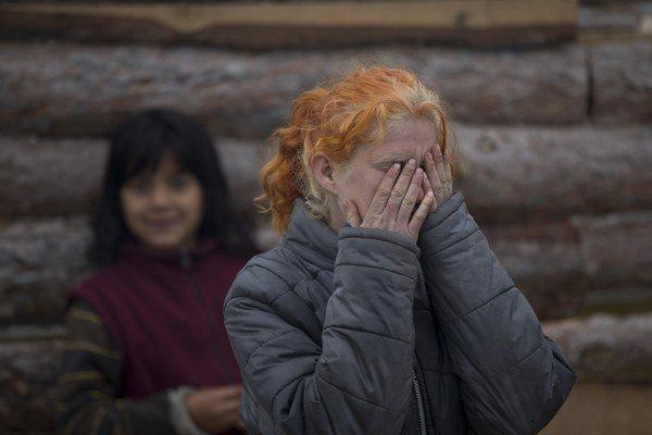 Rodina plavovlasej Marie(na snímke je jej sestra Minka) žije rovnako v rómskej osade.