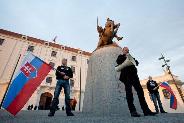 Krajná pravica získava na Slovensku podporu voličov.