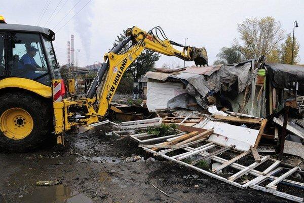 Osadu Nižné Kapustníky v Košiciach zrúcali bagrom.