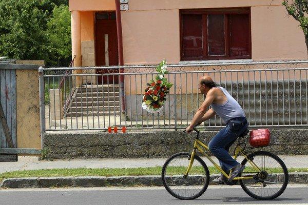 Hurbanovo si pripomína výročie streľby na rómsku rodinu.