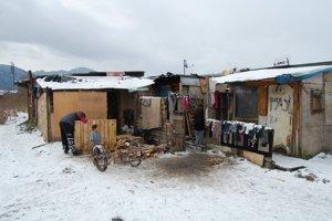 Bez domova 2Preglejkové prístrešie ako prístrešok pre rodiny.